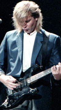 lifeson_alex_blackstrat_80shairdo