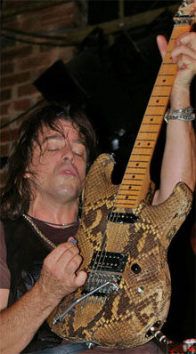 Warren Demartini Talks Infestation And Gear Woodytone